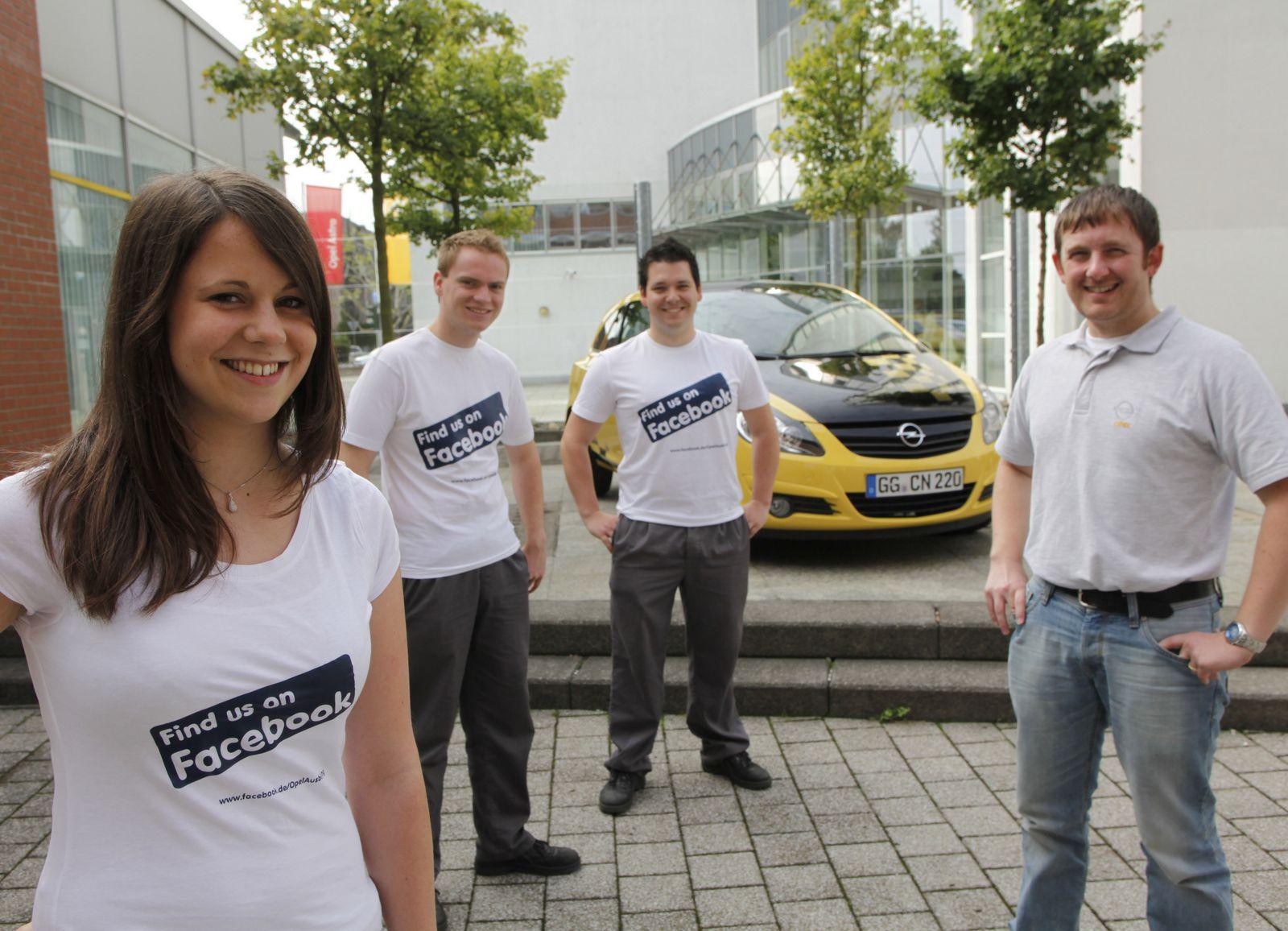 Gruppenbild mit Dame: Das Team von Ausbildung @ Opel, Yvonne, Stephan, Stefan und Michael Schmidt